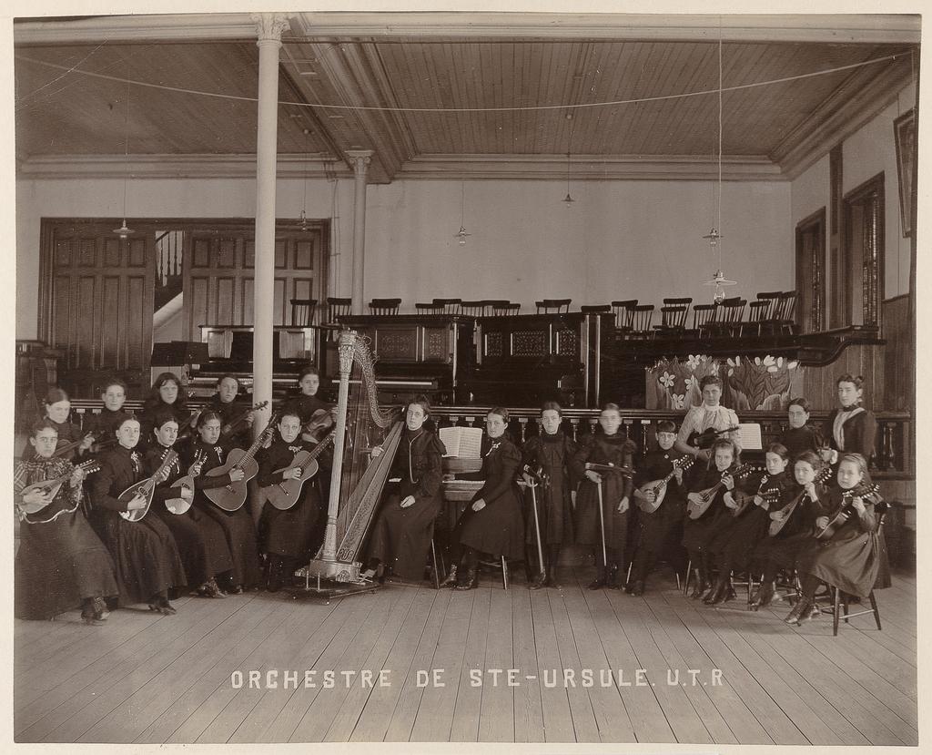 Orchestre de Sainte-Ursule, Ursulines de Trois-Rivières, de l'album Maisons d'éducation de la province de Québec