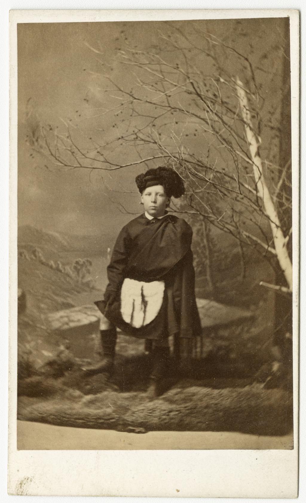 Portrait de garçon en costume écossais