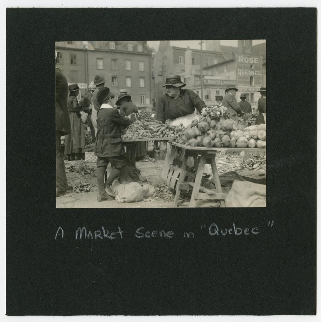Vendeuse de légumes au marché Finlay, Québec