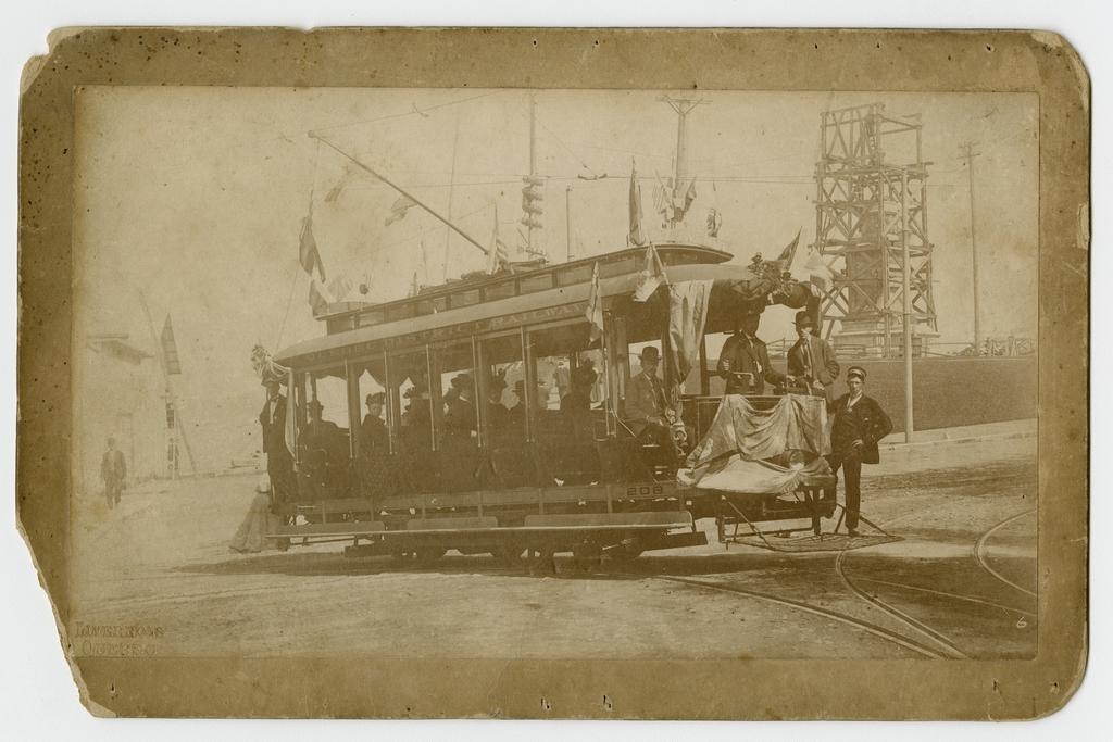 Le Premier Tramway électrique et la construction du socle du monument à Champlain, Québec
